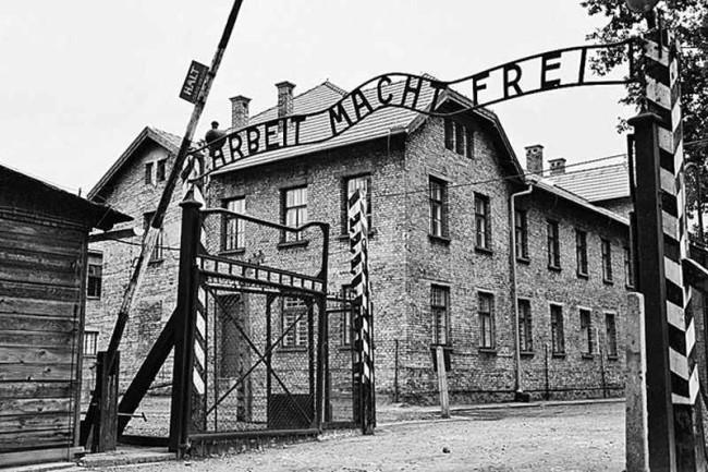 Вход в концлагерь Освенцим