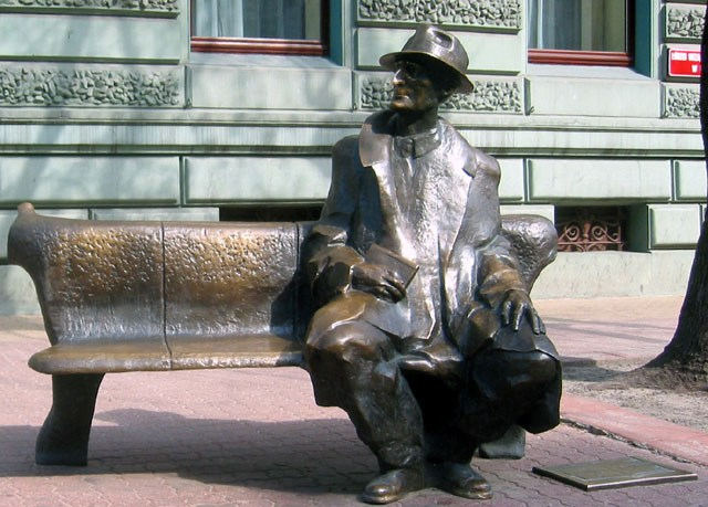 "Скульптура ""Скамейка Юлиана Тувима"""