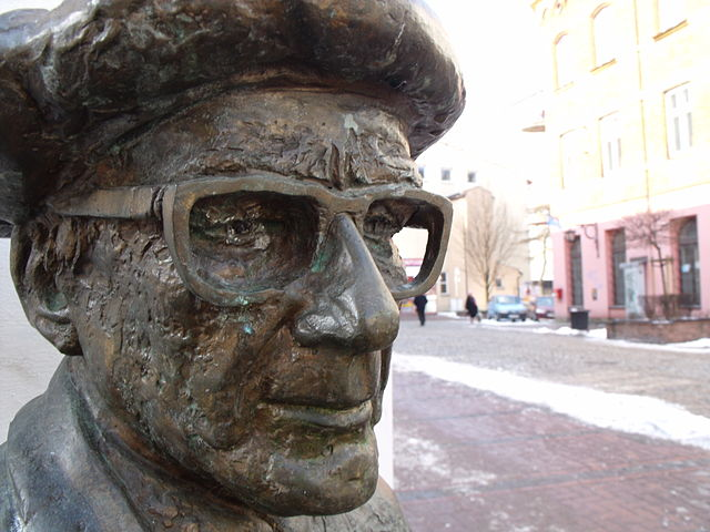 Памятник Роману Брандштеттеру