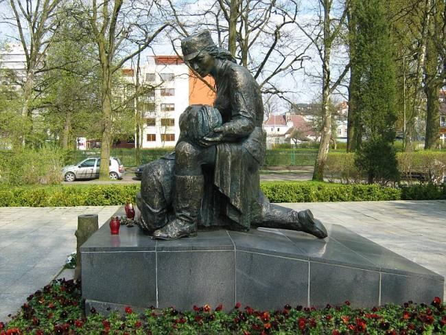Памятник санитарке